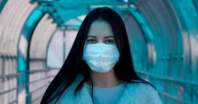 Noia amb mascareta pel Coronavirus