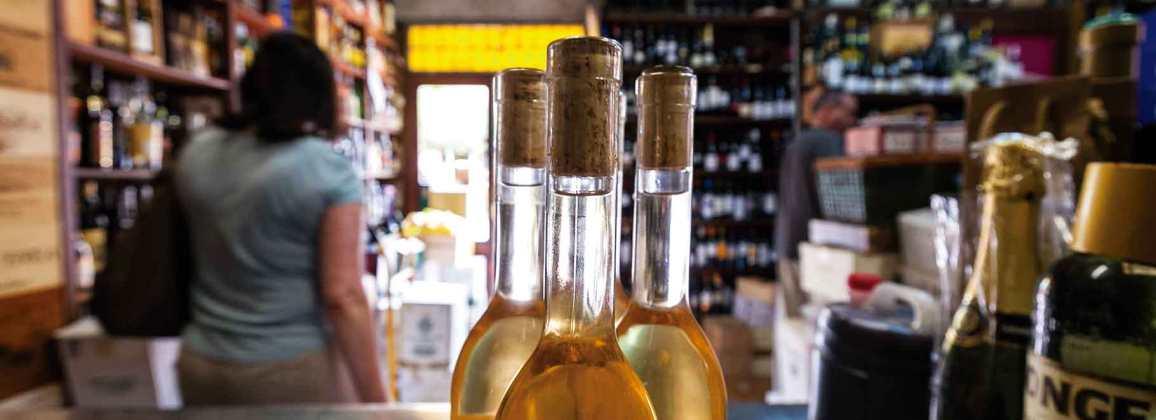 Establiment de vins i licors a Gavà.