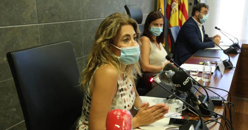 L'Alcaldessa de Gavà, Raquel Sánchez, en roda de premsa anunciant les noves restriccions que s'aplicaran a Gavà a partir de demà degut a la situació epidemiològica actual.